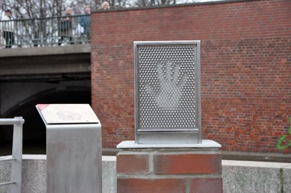 Pin screen interactive exhibit Wissenschaftspfad Lübeck