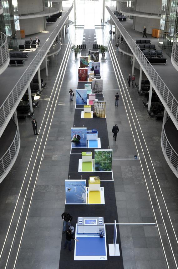"""DFG Ausstellung """"Von der Idee zur Erkenntnis"""" im Paul Löbe Haus"""